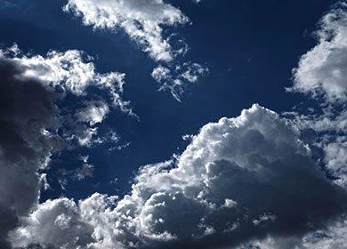 Bright white clouds reflecting solar radiation. Courtesy of Pixabay.