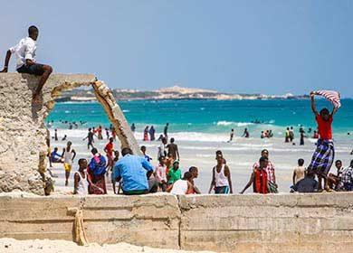 People recreating at Lido Beach in Mogadishu, Somalia. Courtesy of the United Nations and Stuart Price.