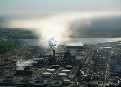 Tar sands plant processing plant. Courtesy of Greenpeace.